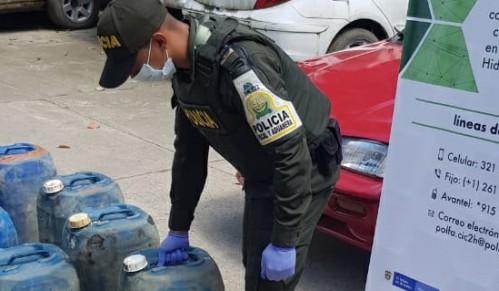Capturadas dos personas y aprehendidos 108 galones de gasolina en operativo de la Policía Fiscal y Aduanera