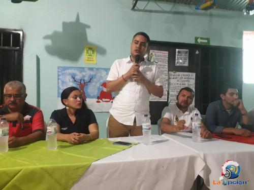 La vía principal del barrio brisas será pavimentada, alcalde Hernán Camacho socializó el contrato de obra