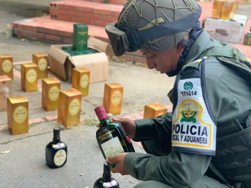 Policía Fiscal y Aduanera incautó licor de contrabando en la capital Araucana