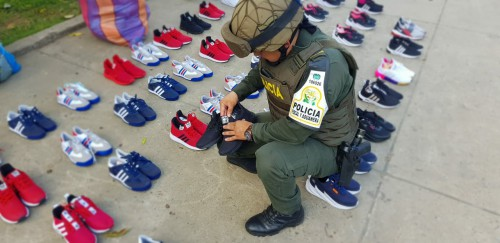 Diligencia de allanamiento y registro dio como resultado captura de una persona y aprehensión de calzado de contrabando en Arauca capital