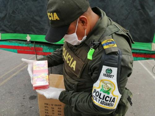 POLFA aprehende más de 2 mil unidades de elementos de oficina que iban hacer comercializados ilegalmente