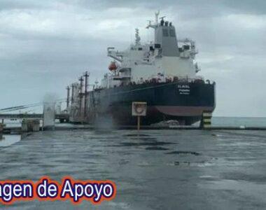 El primer buque de Irán cargado de gasolina entró en aguas venezolanas
