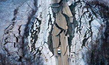 Fuerte terremoto de 7,5 grados sacude a Alaska y activan alerta de tsunami