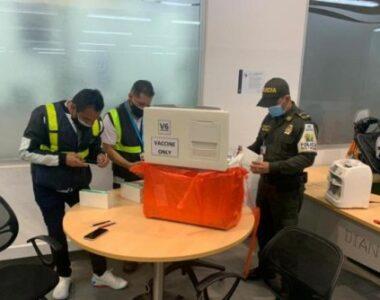 Decomisadas 70 vacunas de coronavirus irregulares en el aeropuerto El Dorado, provenientes de China
