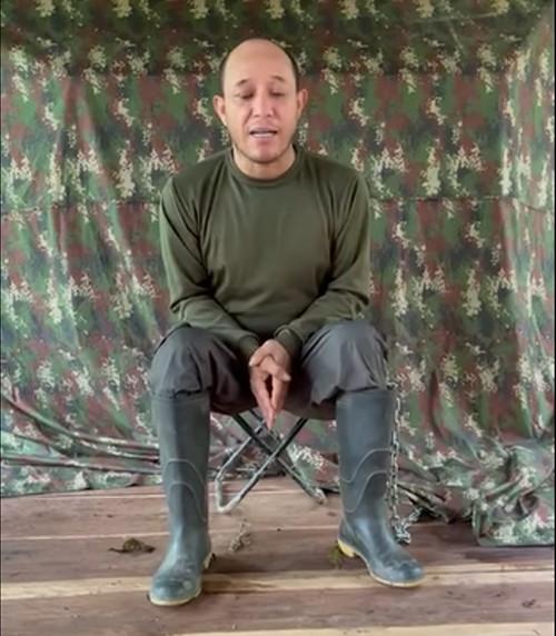 """Antes de ser ejecutado, """"alias el enano"""" grabó un video en el que presuntamente afirma haber tenido nexos con las autoridades policiales y militares de Arauca"""